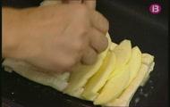 'Trunyella de filet sobre llit de fulls i poma'
