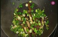 'Fideus udon amb salsa teriyaki, tofu i shiitake'
